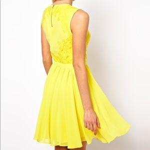 Ted Baker yellow lace dress back zip sleeveless